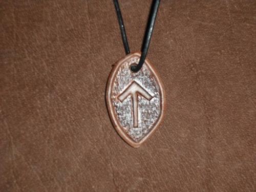 Runenamulett - Tiwaz