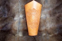 Armschutz - Keltisches Kreuz auf Flamme