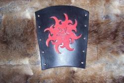Armschutz - Pentagramm auf Flammen