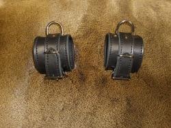 Abschließbare Leder Fußfesseln